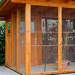 Eine Vogelvoliere für draußen
